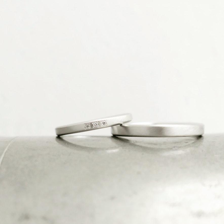 3粒のダイヤモンドの結婚指輪
